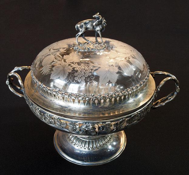 Elk-topped%2C-lidded-bowl-form