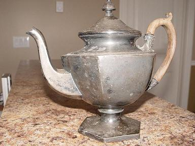 silver tea pot 001.jpg
